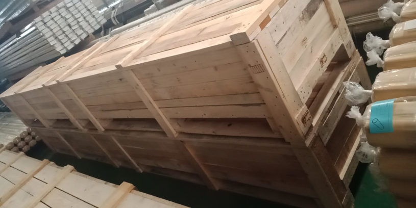 Wood crate 4 meters pipe