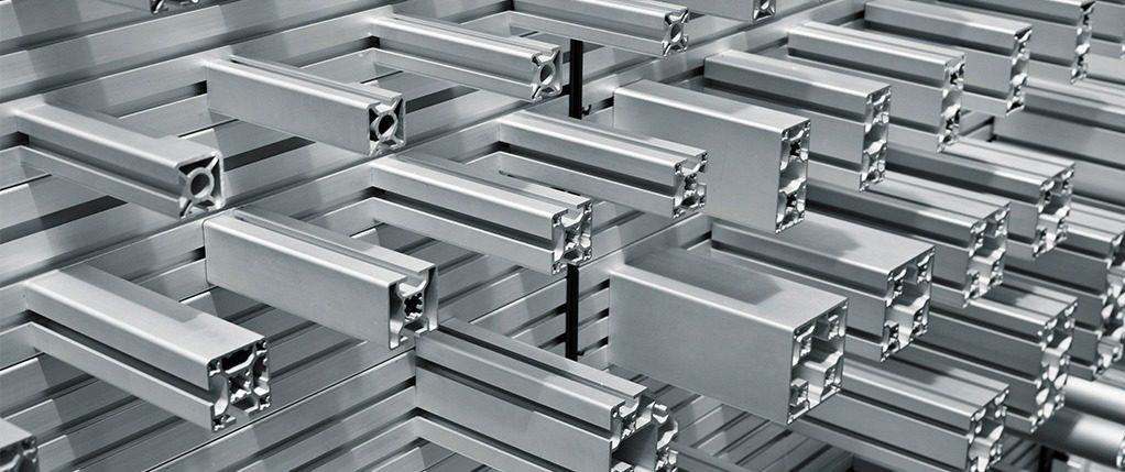 Comparaison de deux systèmes:  Le système tubulaire et les profilés d'aluminium